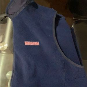 Vineyard vines sweater vest in spectacular condit.
